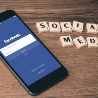 FAcebook social media réseau social sociaux pixabay scrabble